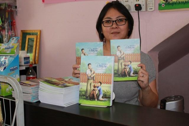 mini-Gloria with the books