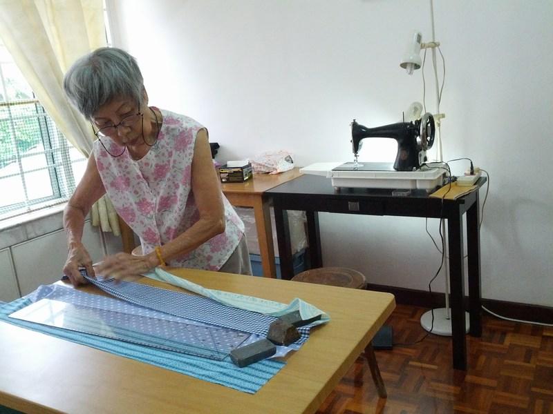 mini-mum at sewing machine
